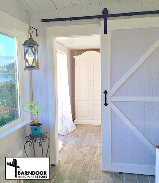 finished-hardware-white-barn-door-109.jpg
